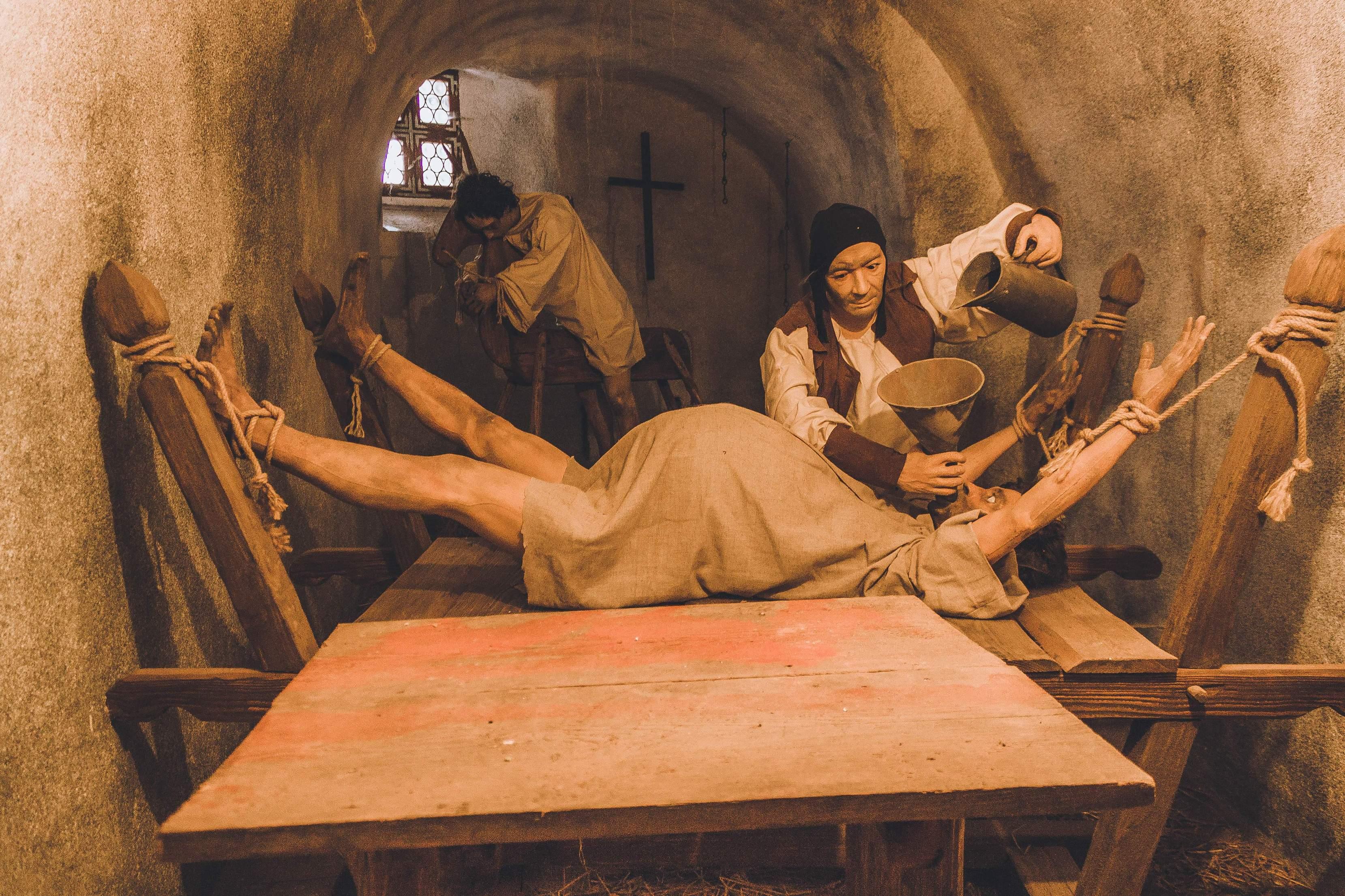 Пытки женщин картинки